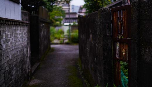 雨の高知市中須賀町
