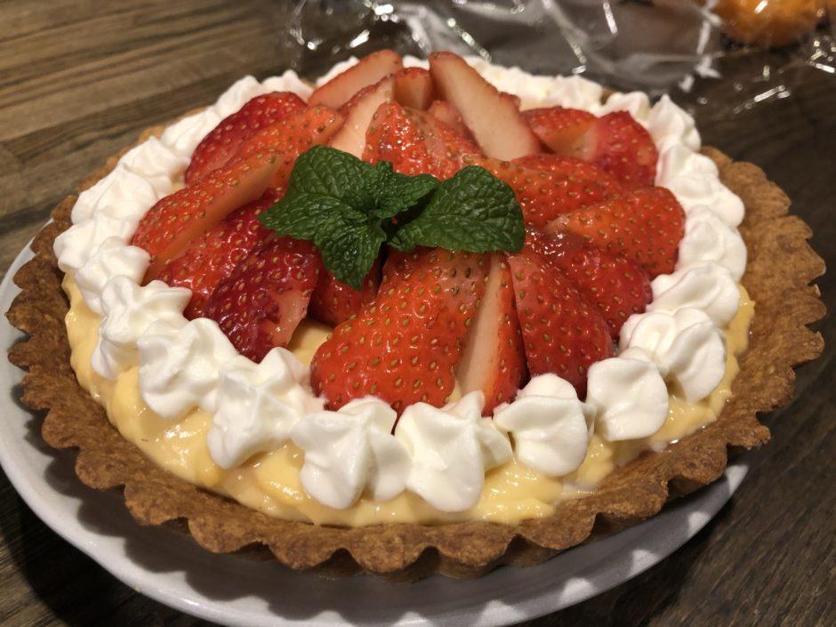 手作りいちごカスタードクリームケーキ