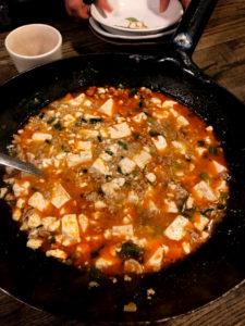 中華鍋に入った麻婆豆腐