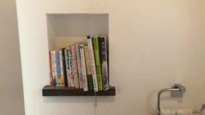 トイレ・書棚