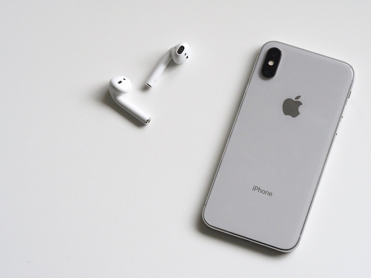 Apple Music iPhone AirPods